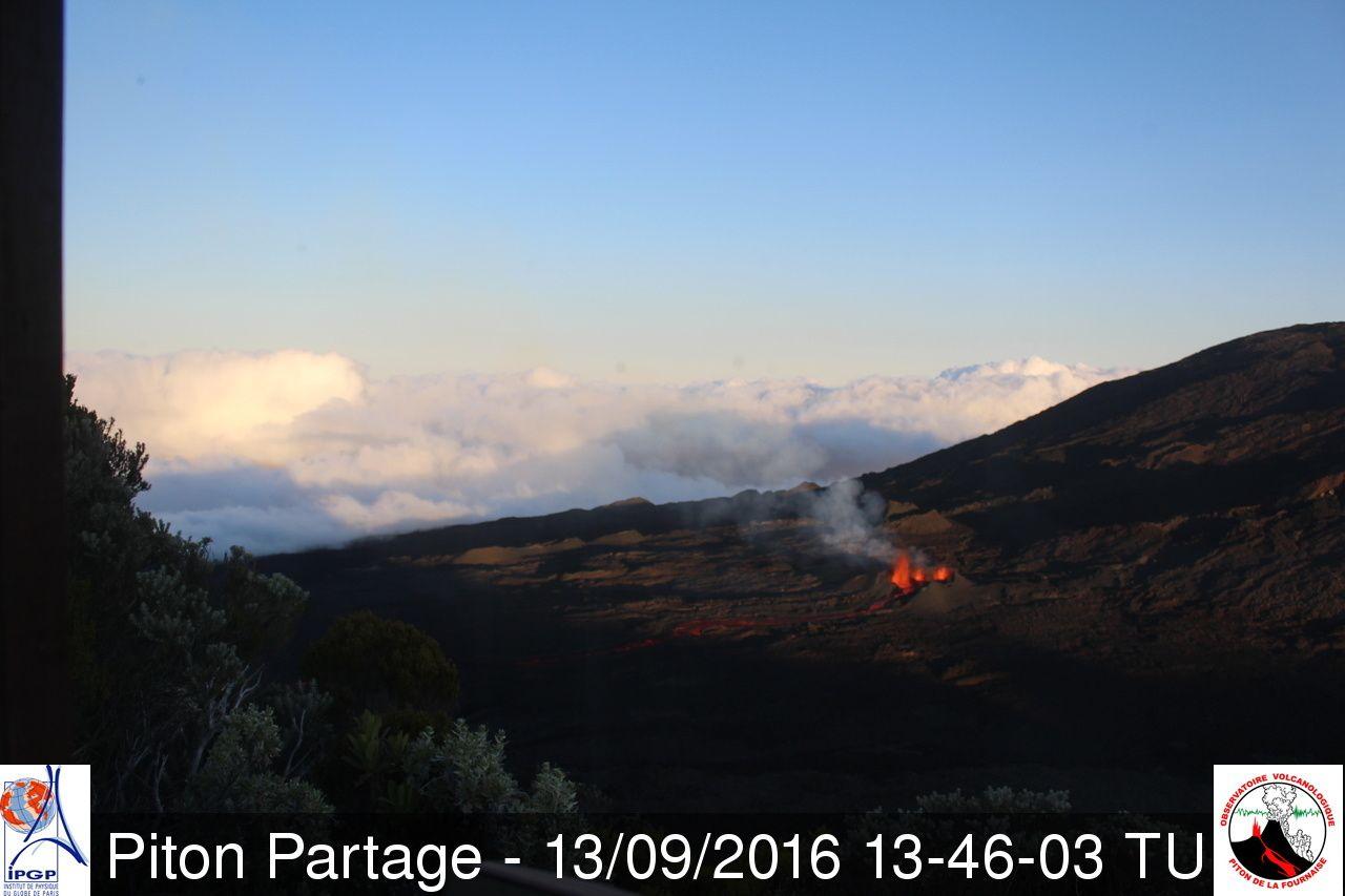 Piton de La Fournaise- 13.09.2016 / 1:46 p.m. GMT - webcam Piton Partage / OVPF
