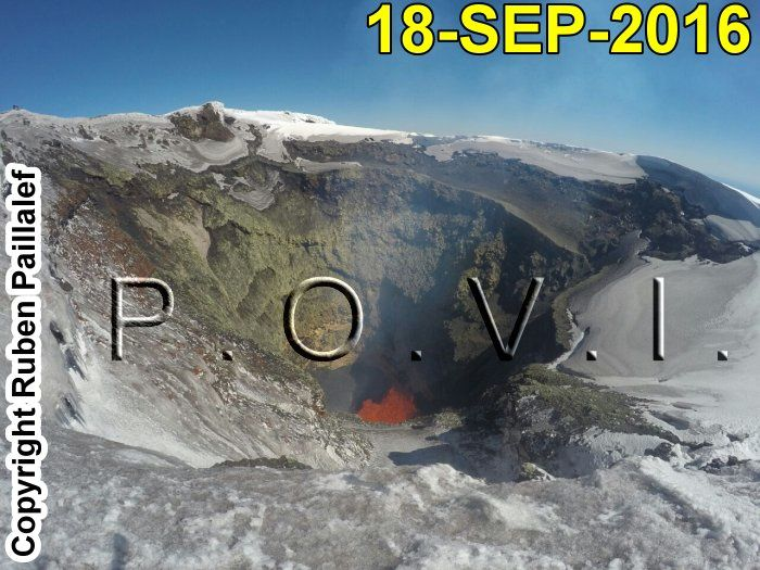 Villarica - 18/09/2016 - restless lava lake and slag found on the edges of the crater - Photo Povi / Twitter