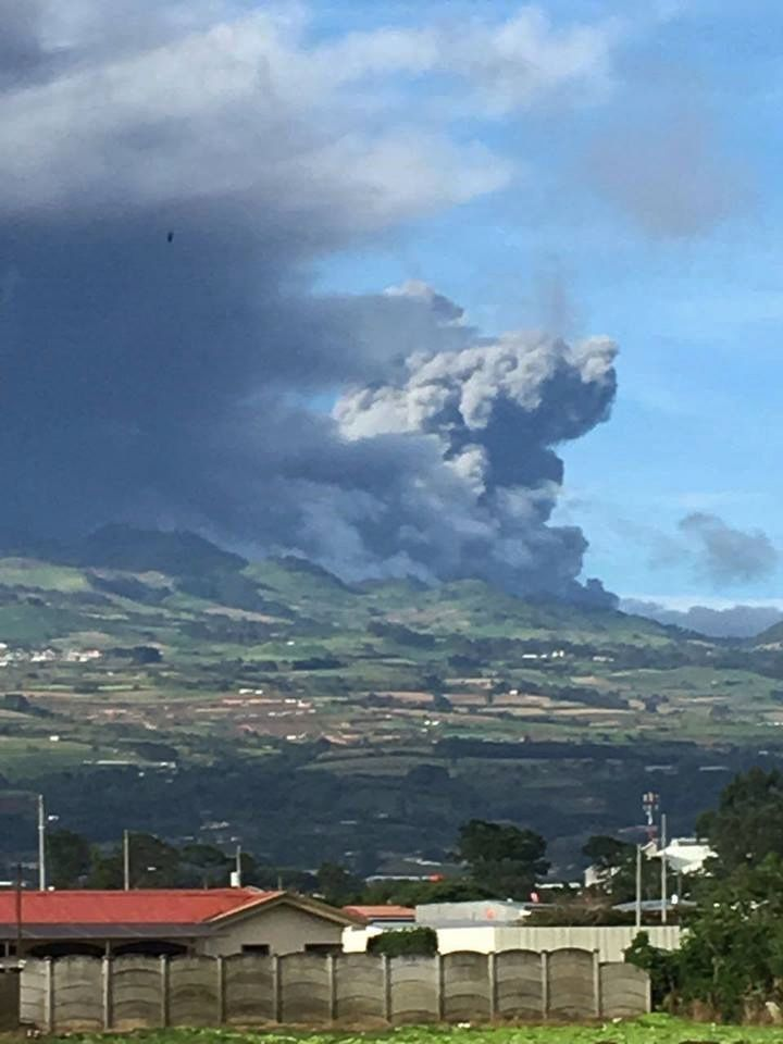 Turrialba on 19/09/2016 - photo Hermann Kikut Gutiérrez de Cartago - via RSN