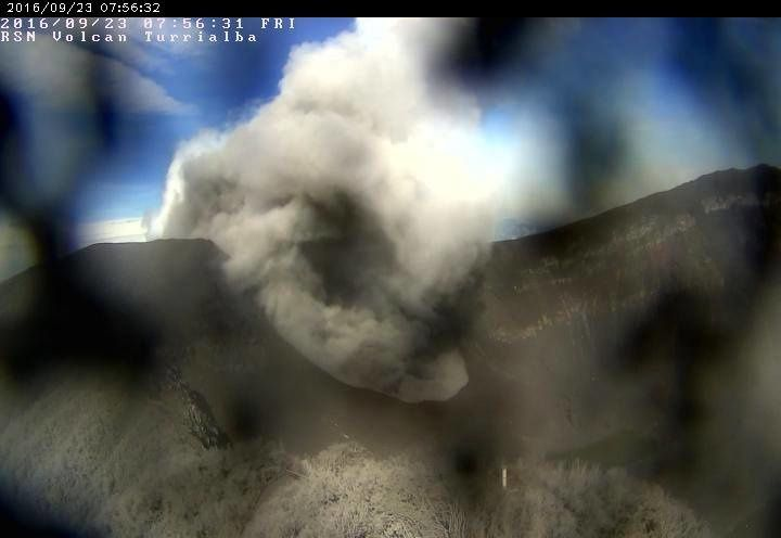 Turrialba - the active crater on 09/23/2016 / 7:56 - the webcam of  RSN has been affected by the ashes of 22.09