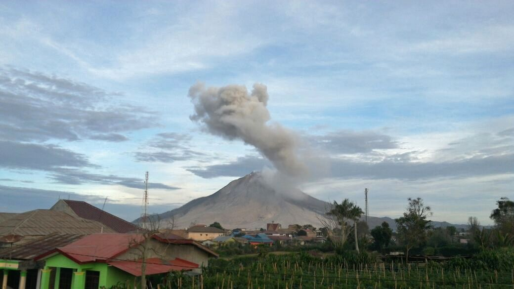 Sinabung - 09.25.2016 / 6:37 - photo PVMBG