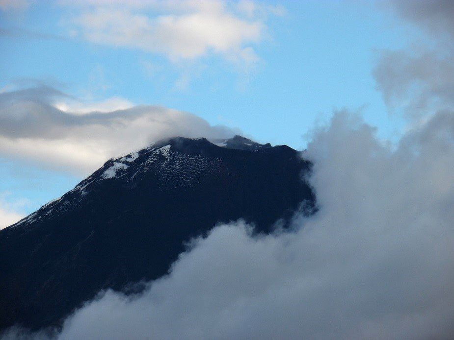 The top of Tungurahua partially cleared on September 22 - photo P.Espin / OVT / IGEPN