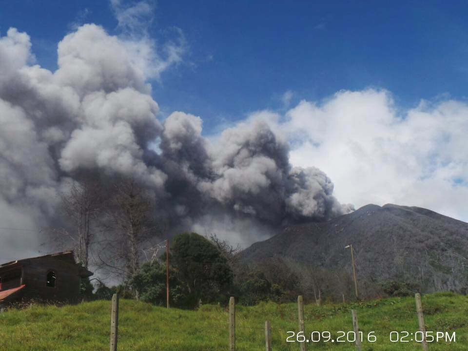 Turrialba - un important panache de cendres ce 26.09.2016 à 14h05 - photo JP Calvo / RSN