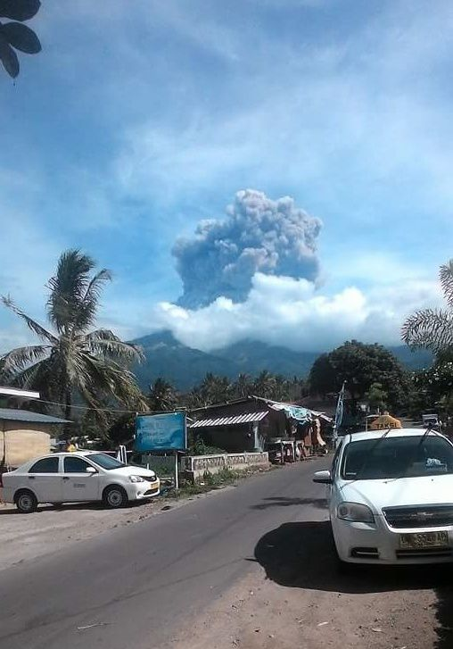 Rinjani - Baru Jari cone eruption - photo 09.27.2016 via Sutopo Purwo Nugroho / Twitter