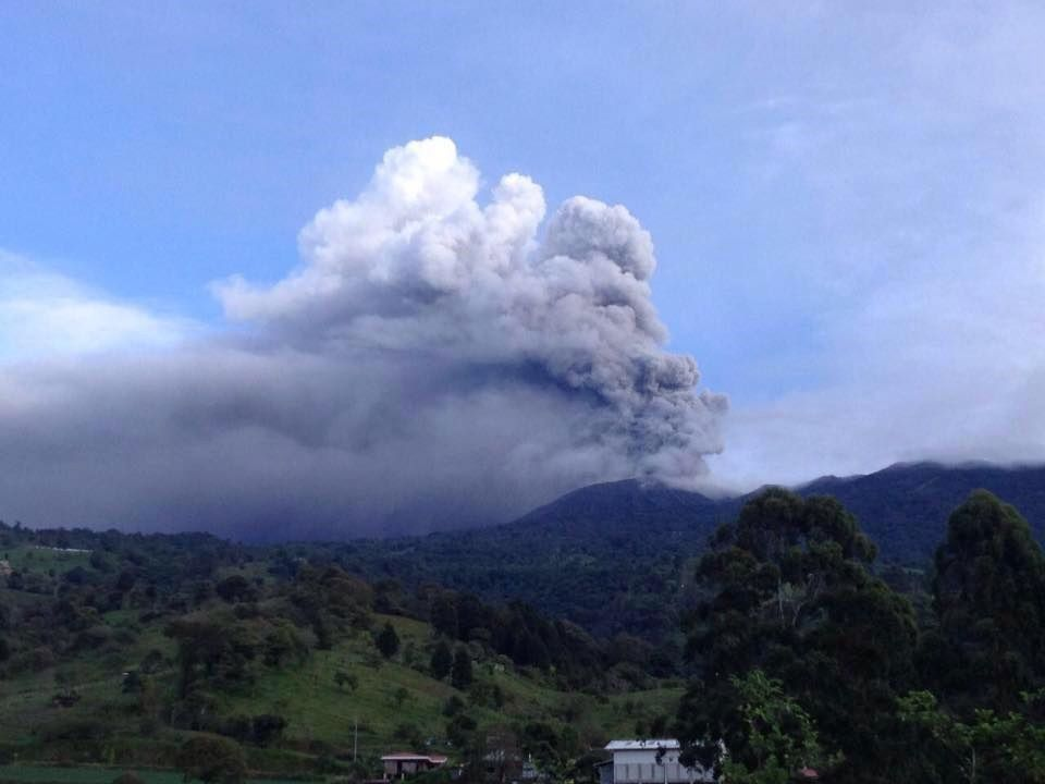 Le Turrialba vu du Lodge Guayabole 27.09.2016 / 6h30 - photo M. de Moore / Ovsicori