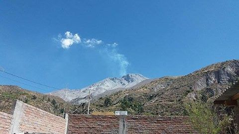 Ubinas, gas and steam plume on 09/28/2016 / 9 loc. - Photo Diario Correo