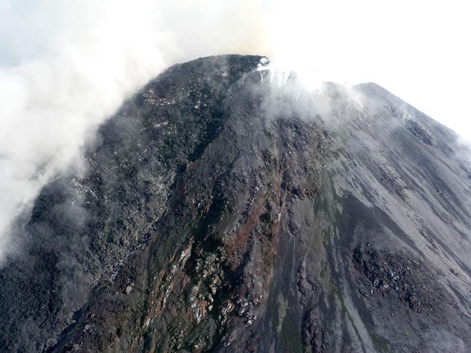 Colima - l'important dôme-coulée - photo Mario Guerrero - Unidad Estatal de Protección Civil y Bomberos Jalisco.