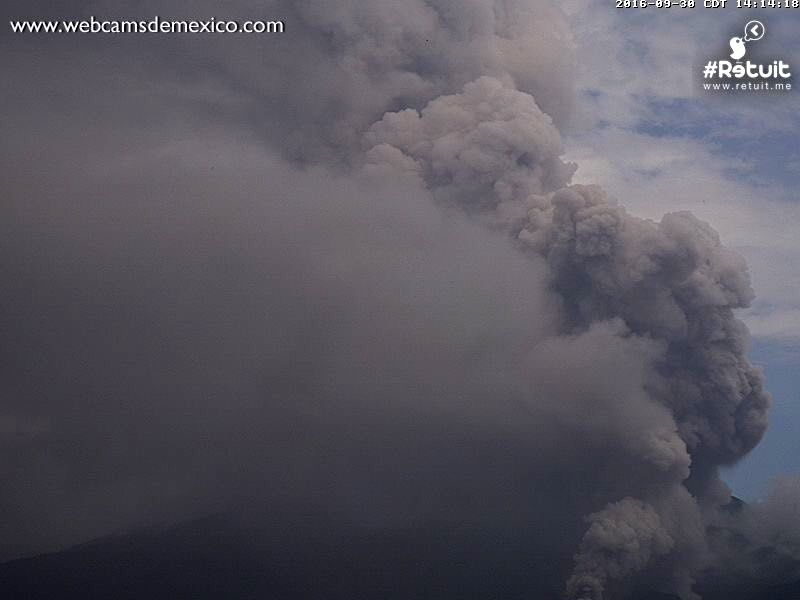 Colima - Activity in the 30/9/2016 /  2:14 p.m., with a pyroclastic flow - WebcamsdeMexico / Retuit