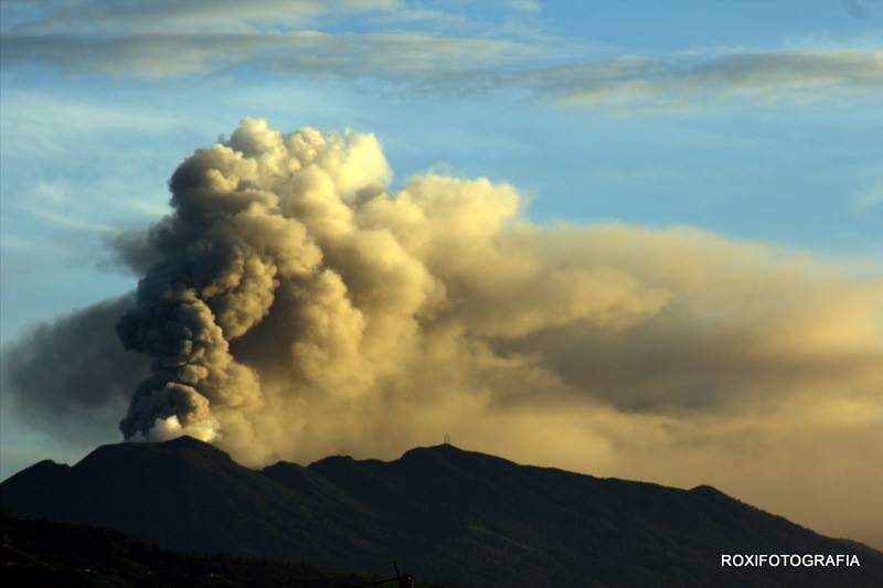Turrialba from Paraiso - 04.10.2016 / between 5 and 5:30 Photo Rocío Morales via RSN