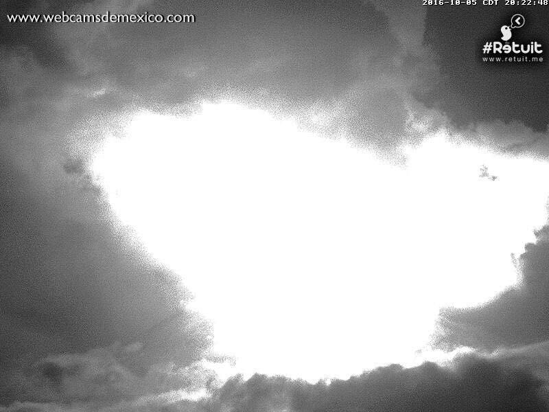 Colima - Ignition of the top and saturation of the camera - 05.10.2016 / 8:22 p.m. - webcamsdeMexico