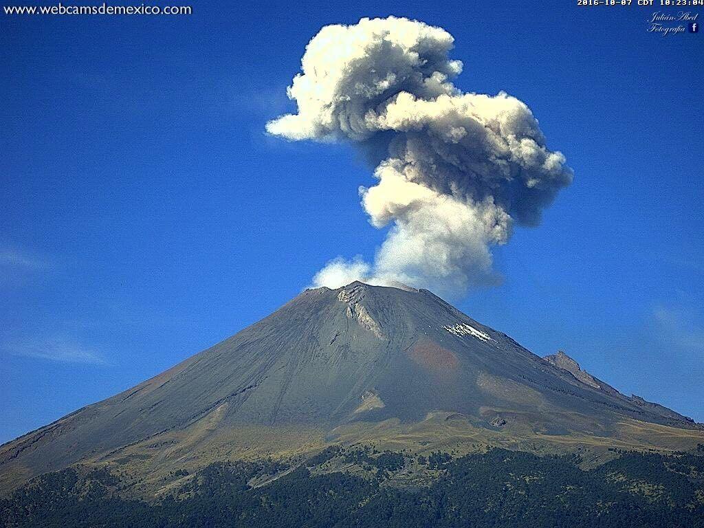 Popocatépetl - exhalation 07.10.2016 / 10:23 - webcamsdeMexico