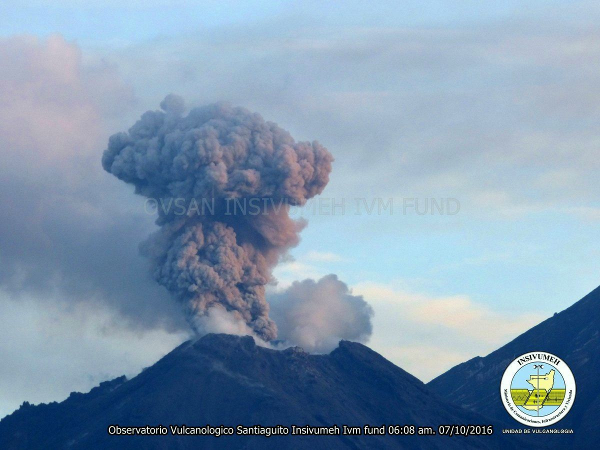 Santiaguito - small explosion 10.07.2016 / 6:08 - photo INSIVUMEH