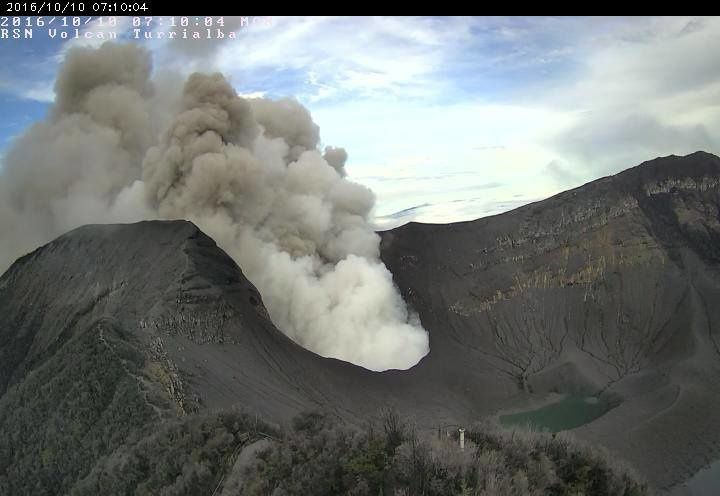 Turrialba - 10.10.2016 / 7:10 - Camera crater RSN