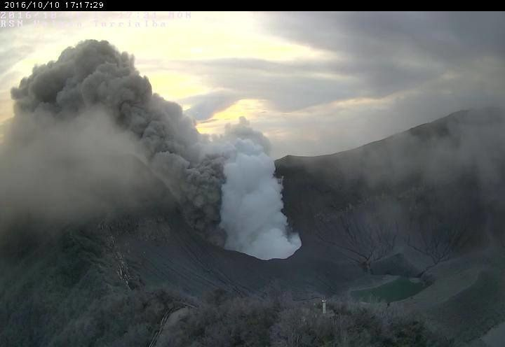 Turrialba - 10.10.2016 / 5:17 p.m. - Camera crater RSN