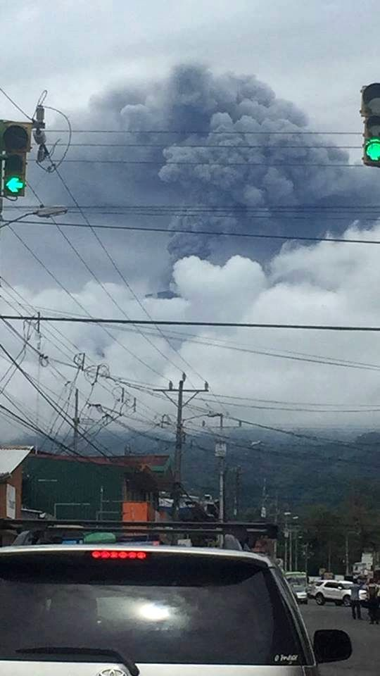Turrialba on 14/10/2016 seen from the center of Turrialba - photo Lindsay Portuguez via RSN
