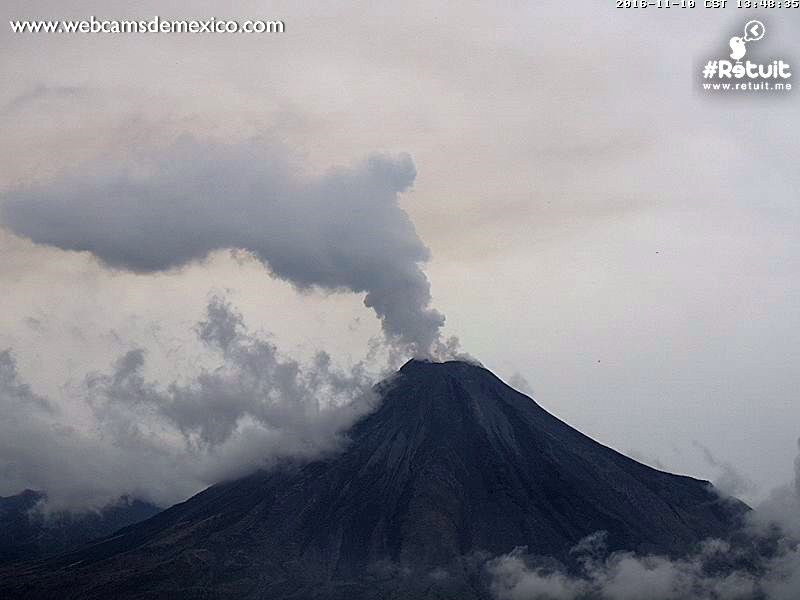 Colima - 10.11.2016 / 13h48 - Important degassing due to the growth of the dome - WebcamsdeMexico
