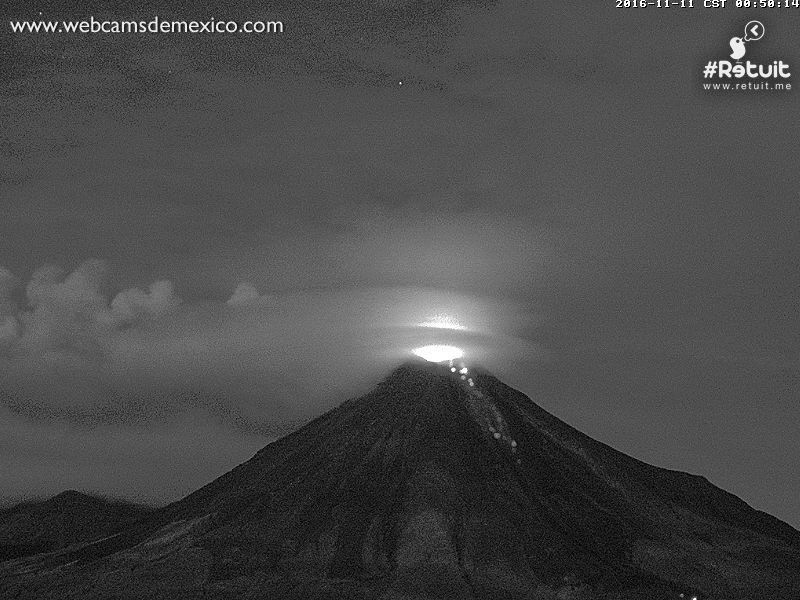 Colima - 11.11.2016 / 0h50 - night glow and fall of blocks - WebcamsdeMexico