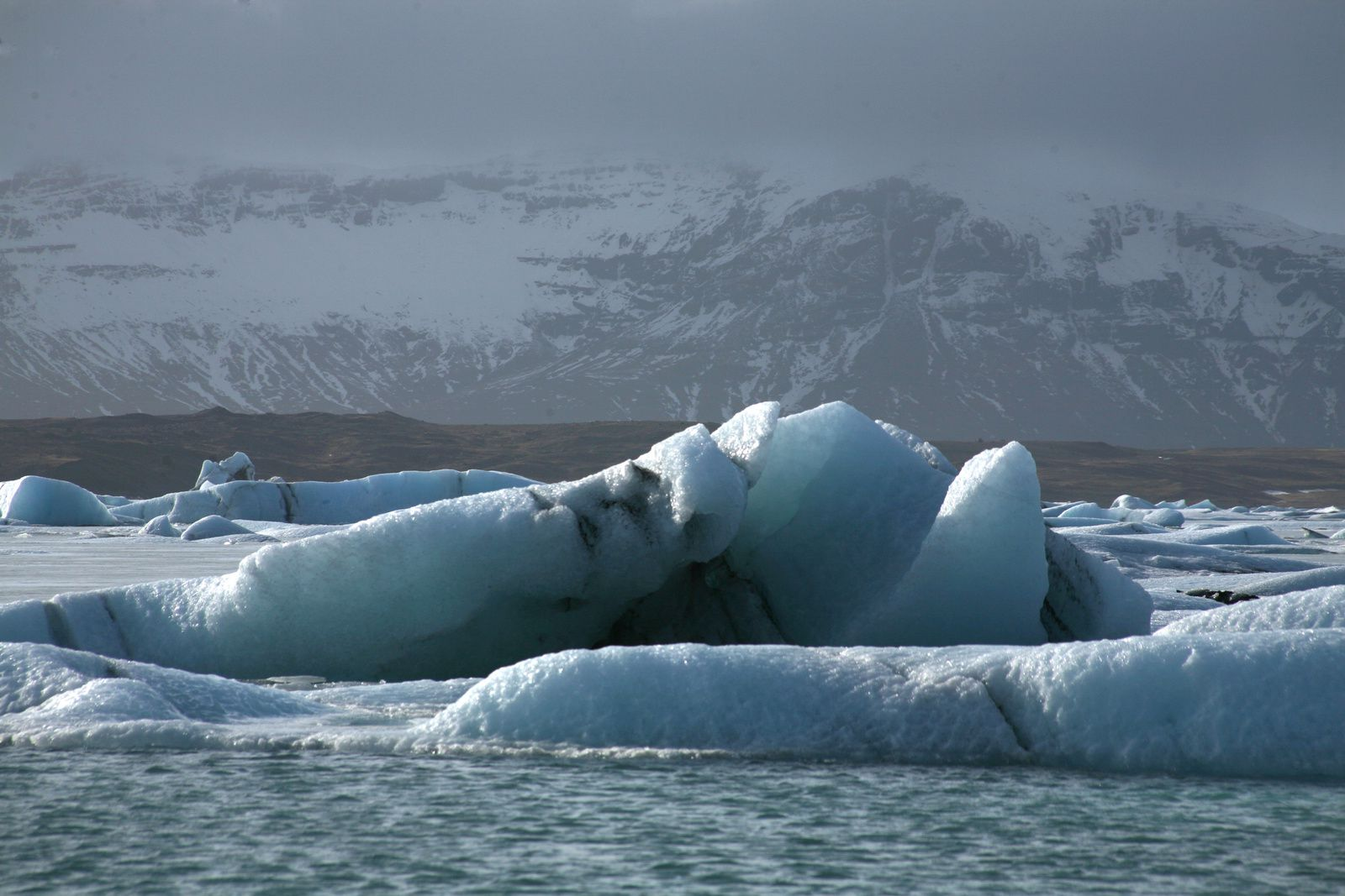 Jökulsárlón - the glacial lagoon and its more or less bluish ice cubes according to their age - photo © Bernard Duyck