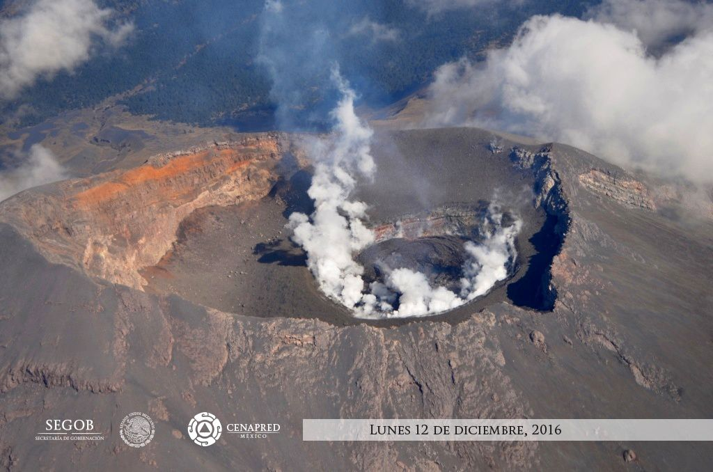 Craters and summit dome of the Popocatépetl - overflight of 12.12.2016 by the Cenapred / Segob