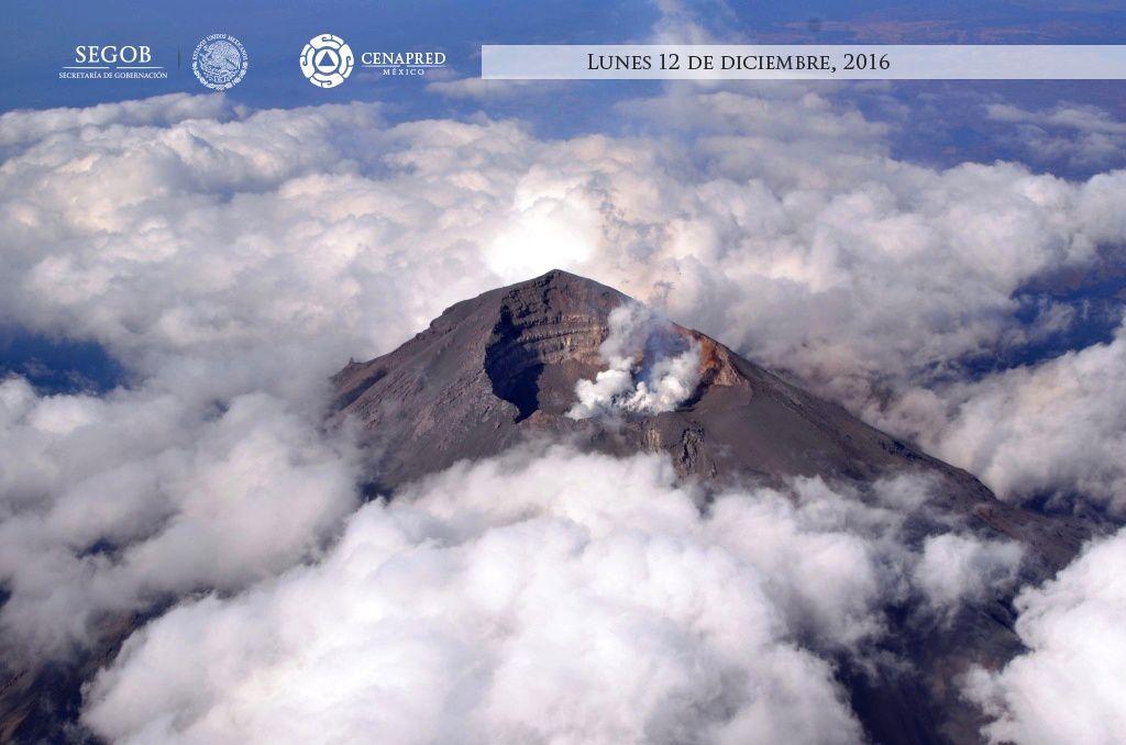 Cratères et dôme sommital du Popocatépetl - survol du 12.12.2016 par le Cenapred / Segob