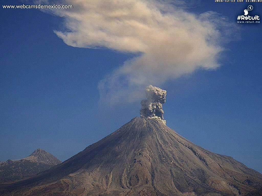 Colima - explosion of 13.12.2016 / 11h09 - webcamsdeMexico