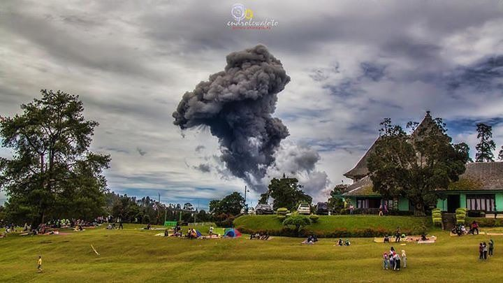 Sinabung - 12.12.2016 / 12h34 and 12h40 - photos endro lewa