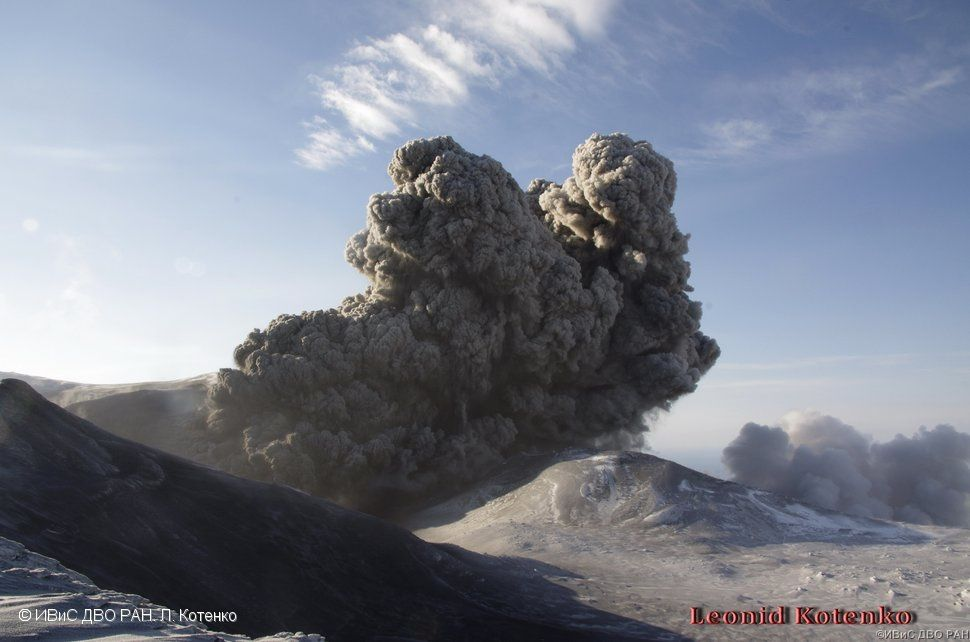 Explosion à l'Ebeko le 10.12.2016 / 1h16 UTC - photo L. Kotenko. IVS FEB RAS