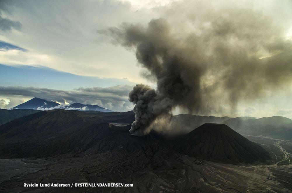 Caldeira du Tengger et le bromo en éruption - 19.02.2016 - photo © Oystein Lund Andersen