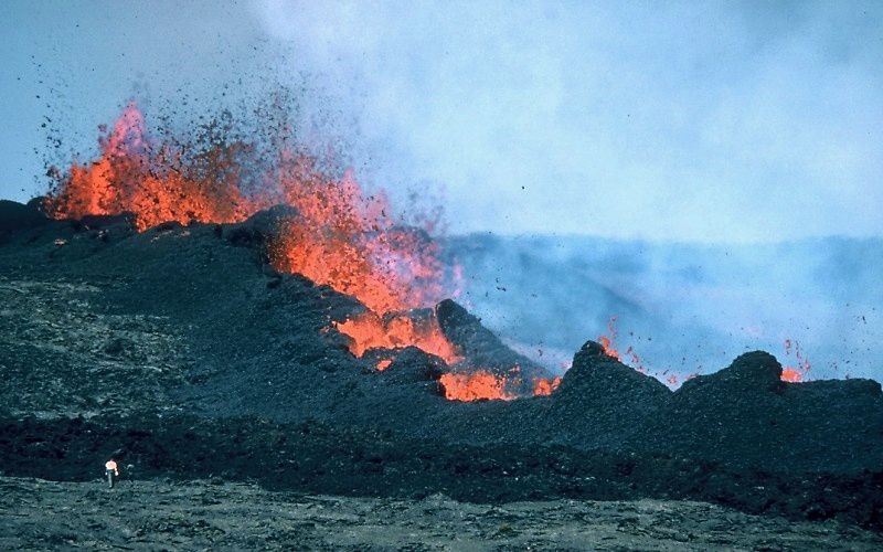 Mauna Loa erupts the 26.03.84 - photo HVO / J.D.Griggs