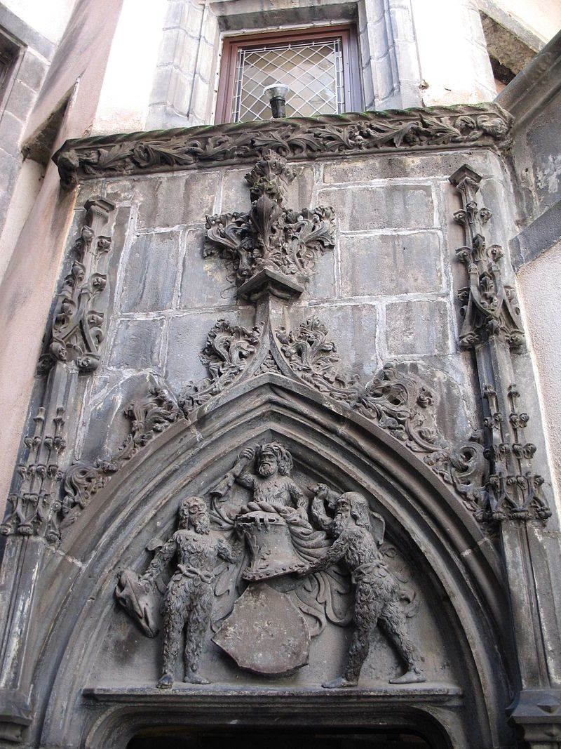 Clermont-Ferrand - Hotel Savaron. Bas-relief at the tympanum of the door of the staircase, in the inner courtyard, with two savages holding the shield of the Savarons. - photo Basvb