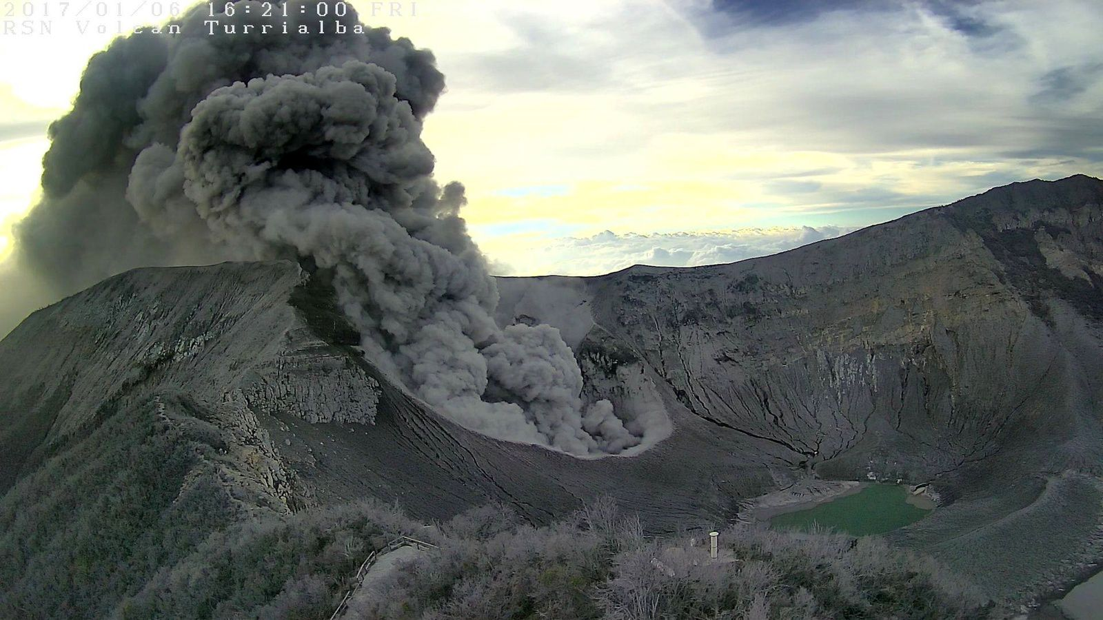 Turrialba 06.01.2017 / 10h20-21 - Ovsicori webcam and photo of Norman Gómez, from Cervantes de Alvarado / Cartago via Ovsicori