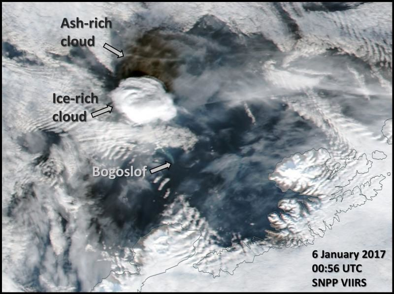 An interesting picture of the Bogoslof eruption 06.01.2017 / 0h56 UTC showing the separation between the ash cloud and the ice cloud - doc.AVO