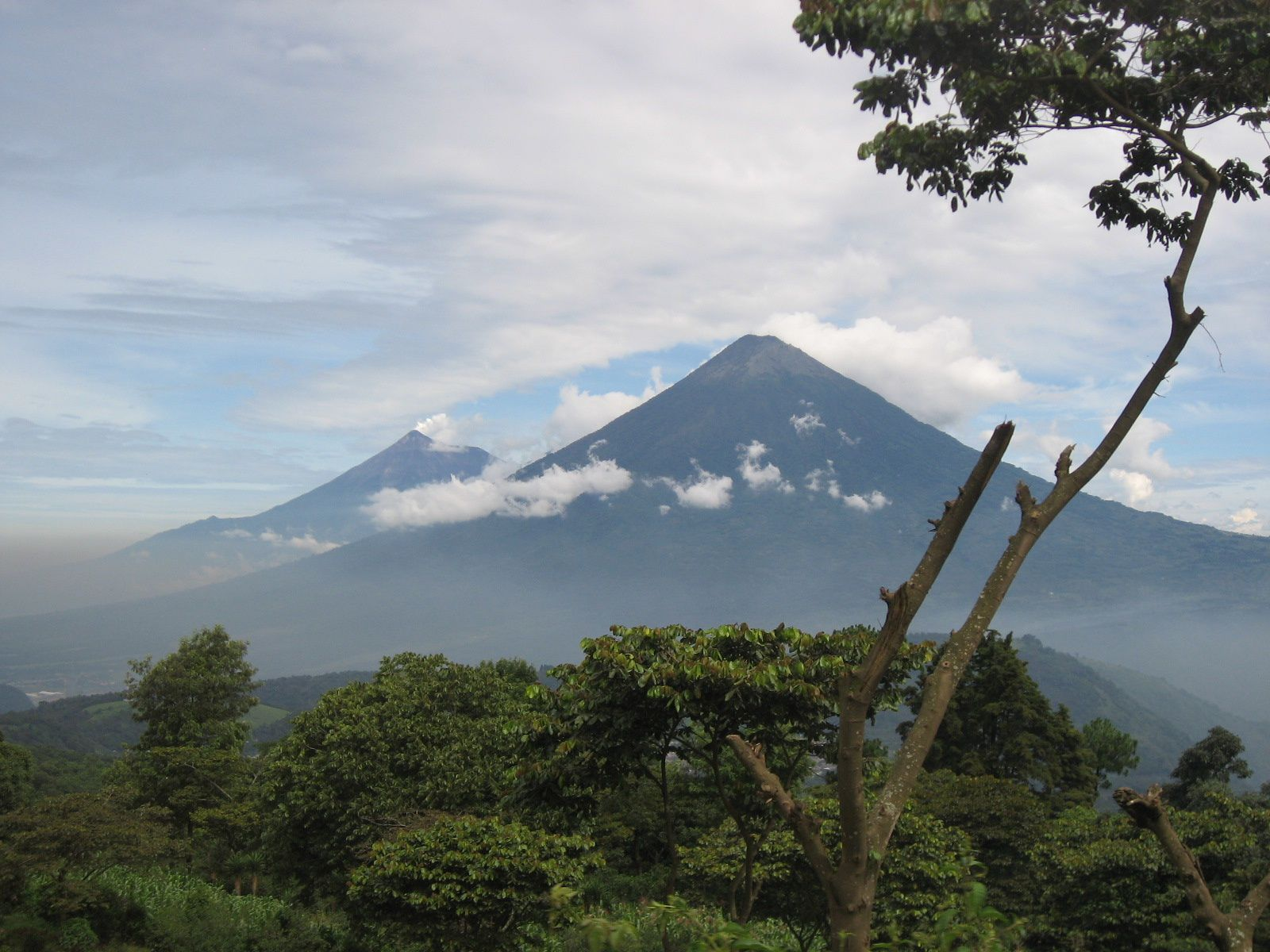 Acatenango and Fuego, two twin volcanoes / Guatemala