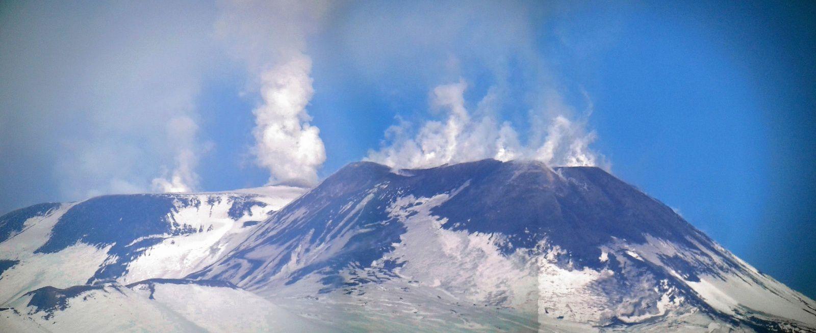 Etna - sommet émissions de vapeurs - photo 01.01.2017 / Boris Behncke