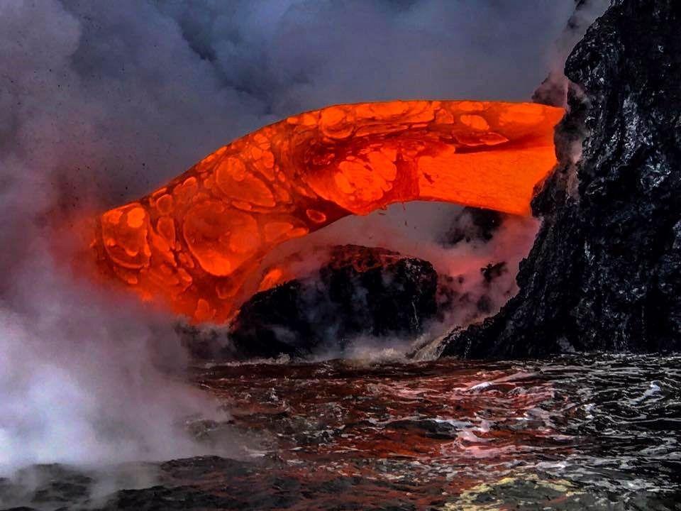 Kilauea / entrée en mer de la coulée 61g ... une injection particulièrement puissante -  arrêt sur image de la vidéo de Lava ocean tours