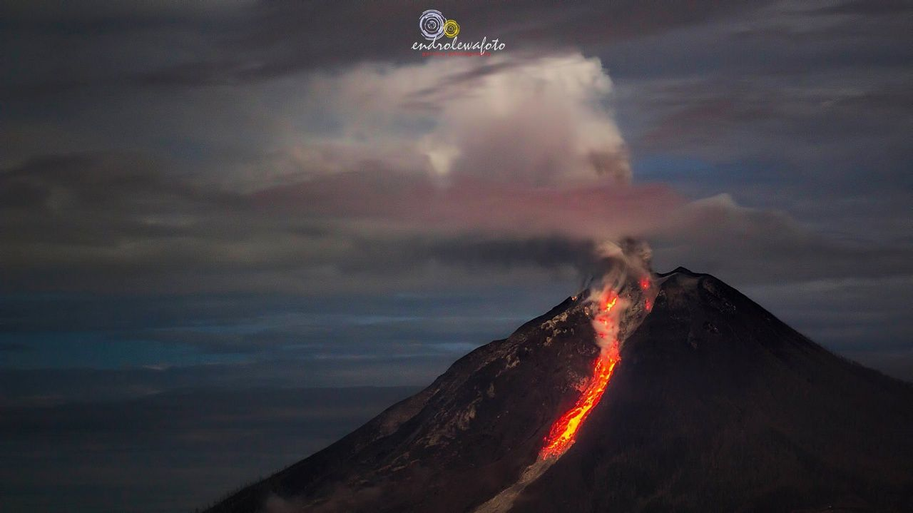 Sinabung - this 17.01.2017 at 01h34 and 01h37 - pictures Endro Lewa