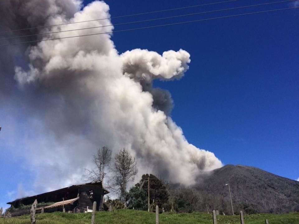 Turrialba, le panache du 17.01.2017  -  photo Reina Sanchez / RSN
