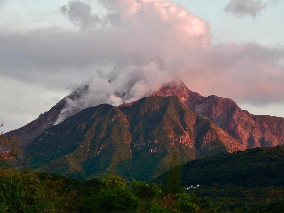 Update : confirmation of the activity of  20.01.2017 / Soufriere Hills  - photo Pamela Holley / Facebook Volcanoes