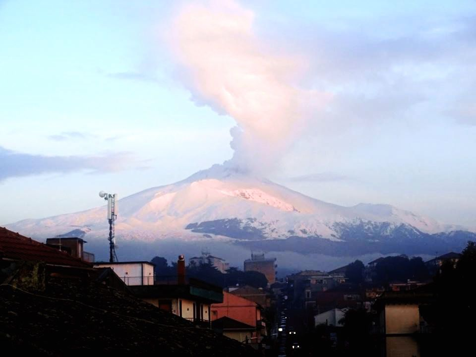 Etna - degassage on 25.01.2017 at dawn - picture Boris Behncke