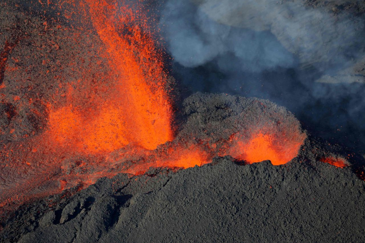 Piton de la Fournaise - the lava formed an eruptive cone on one side - photo Richard bouhet / AFP