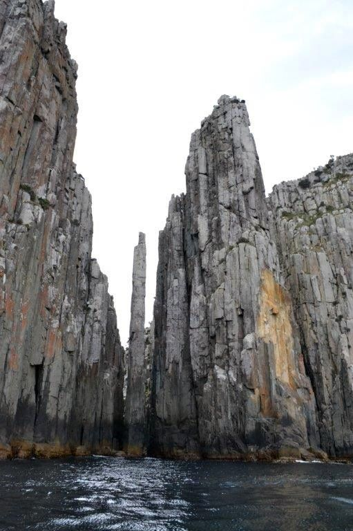 Cape Pillar - Totem Pole (center) and Candlestick (center right) - Doc. AGU Blog The Field