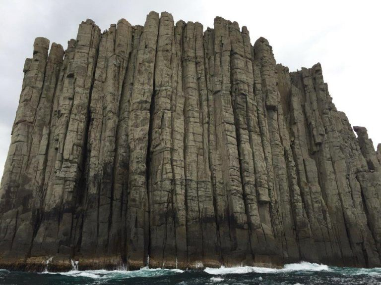 Cape Pillar - dolerite cliff - doc. AGU Blog The Field