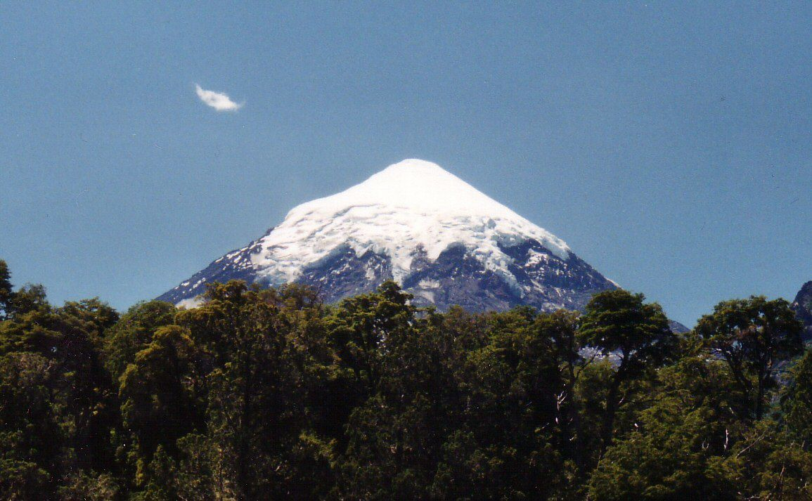 The Lanin stratovolcano - photo Flea