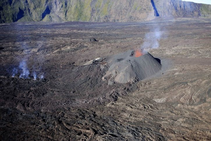 Piton de La Fournaise - the eruptive site on 16/02/2017 at 7:45 am, local time. (© OVPF / IPGP)
