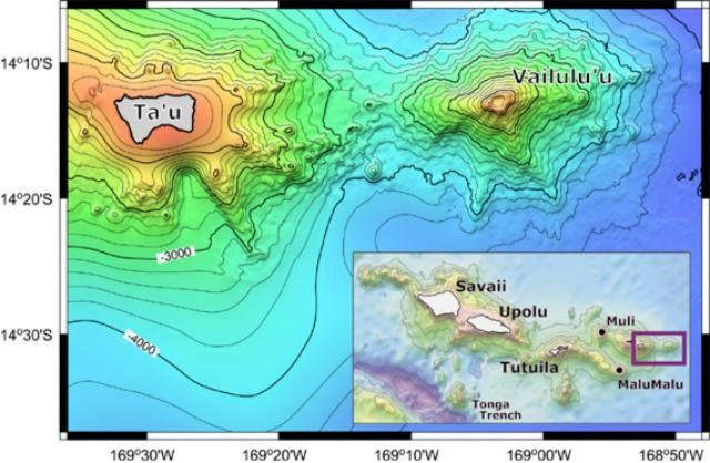 Bathymetrie de Vailulu'u et de l'île voisine Ta'u Island - SeaBeam bathymetric survey performed during R/V Melville's AVON 2 and 3 cruises, augmented with satellite-derived bathymetry from Smith and Sandwell (1996). / GVP