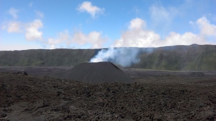 Piton de La Fournaise - the eruptive site on 27.02.2017 at noon, local time. (© OVPF - IPGP)