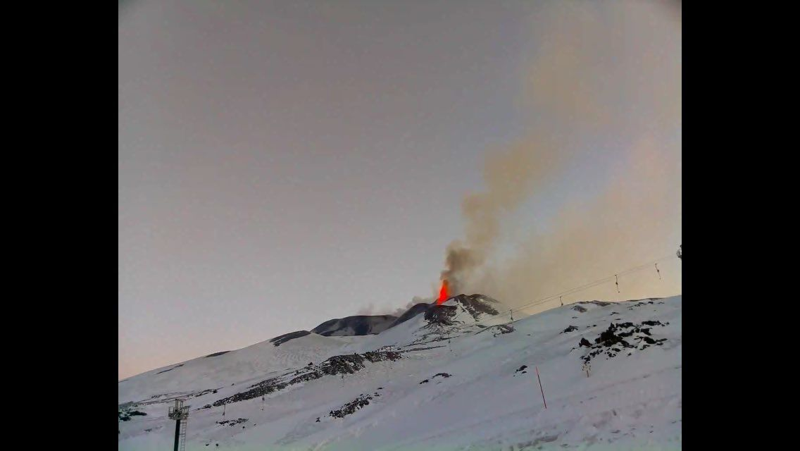 Etna : activité le 28.02.2017 à 5h20 / webcam Skyline - et à 6h36 / webcam therm. INGV