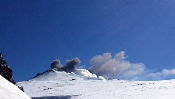 Etna - Explosion phréatomagmatique vu de Fratelli Pii ce 16.03.2017 - photo Catania today