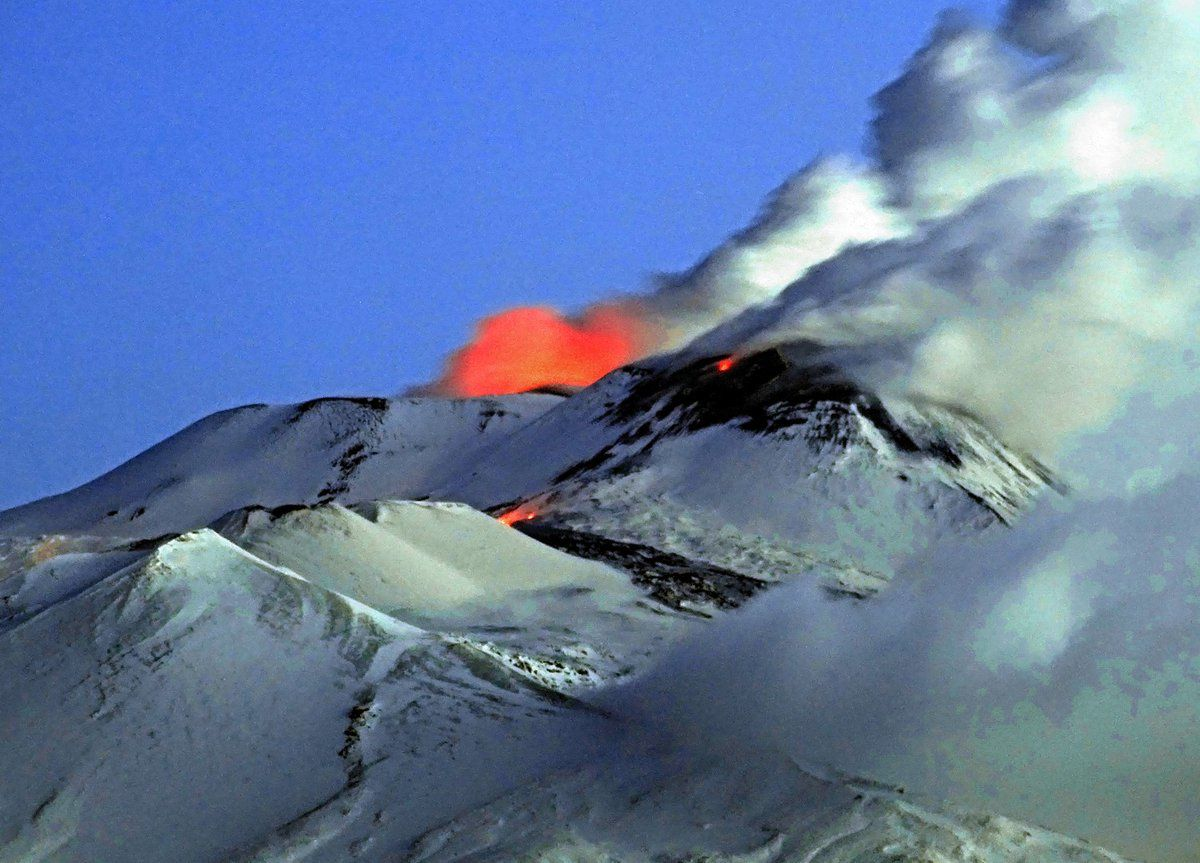Etna 04.04.2017 / at dawn - Three incandescent points on the snowy summit: on the left, the Voragine - on the right, the southeast crater, and the effusive vent - photo Boris Behncke