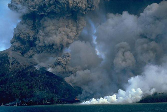 Banda Api erupts the 10.05.1988 - photo Willem Rohi / VSI